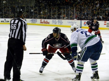 jackets-canucks_face-off